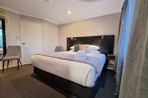 Blue Wren Lodge Waratah Standard King Room.